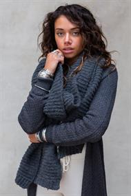 MOOST WANTED MAEVE KNITTED SCARF
